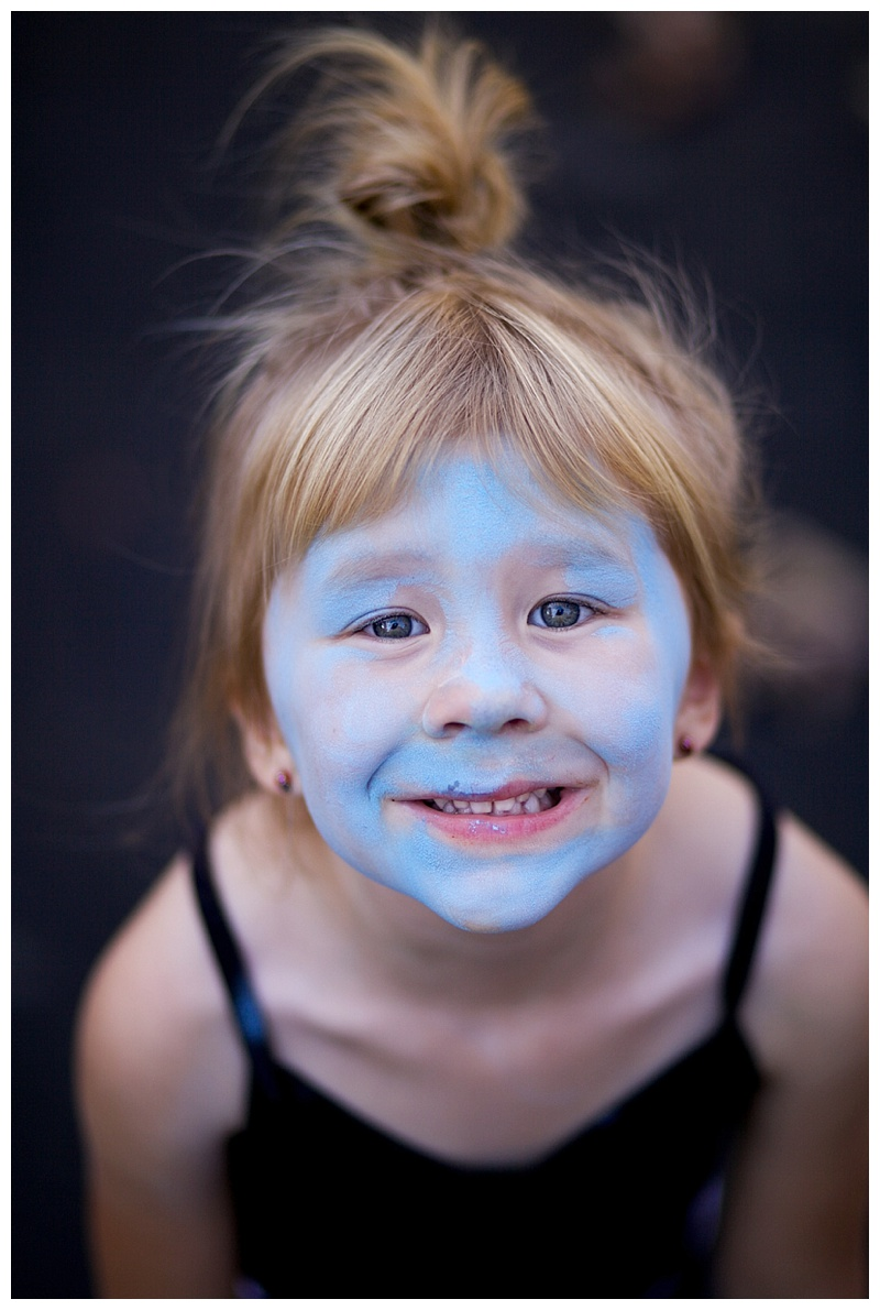 Look Mommy I'm a smurf!!!!