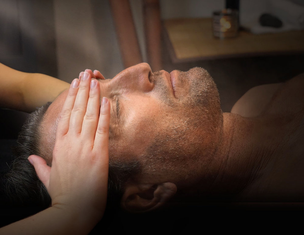 Soin du visage - Pendant un vrai moment de détente, retrouvez un teint lumineux, une peau assainie, nette et bien hydratée.Un effet bonne mine assuré!Les étapes du soin:- Nettoyage de la peau avec un gel doux nettoyant purifiant- Gommage- Purification de la peau à la vapeur avec modelage des mains et des avant bras- Extraction des comédons- Modelage visage, épaules et cuir chevelu- Application d'un masque adapté au type de peau- Application d'une crème de jour adaptée au type de peau