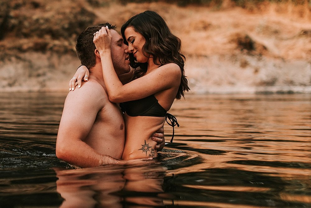 steamy summer river couple session_0010.jpg