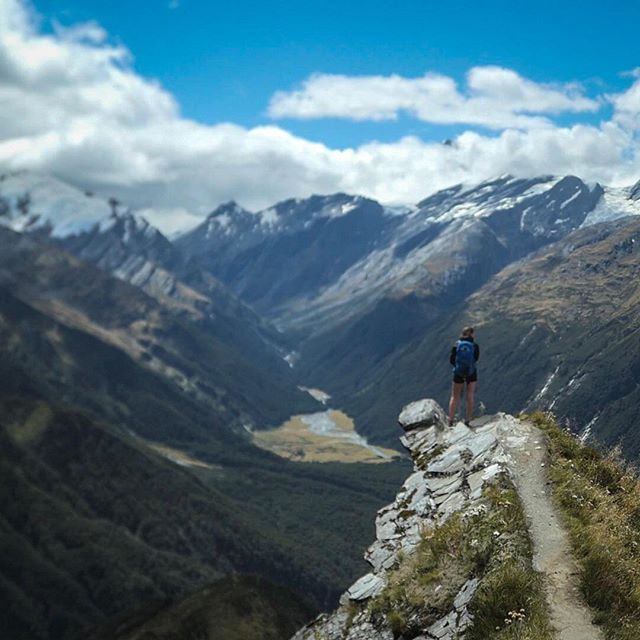 Goal: missed 🙅🏻♀️. I had set a target to fastpack the Southern Alps in 20 days, and today is Day 20, with 3-4 days (weather dependent☔️) still ahead of me. For two weeks I really stressed about this. Every day that I missed my mileage target I got really hard on myself, and I pushed hard through sections without stopping to take pictures or swim in the pretty lakes, determined to catch up.🏔 After a couple weeks, I finally settled in. The trails are slow, but they are wildly fun. I stopped caring about going fast and now, with only one segment left, I know I'm already going to be sad it's over and I'll miss these gnarly routes. So I'm not going to sprint to the finish, I'm going to savour it.⭐️ 🇳🇿🏃🏻♀️ #fastpacking #futherfaster @montaneofficial #thesolo6 @komoot