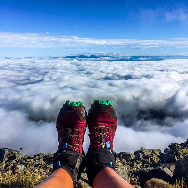 Thank you Southern Alps 🤩. After a stunning ridge over a cloud inversion and a speedy downhill sprint this morning , my Southern Alps fastpack is (finally) complete! 🏁🎉 Time to put my feet up after 23 days of relentless wet and pounding the gnarly NZ mountain trails. It's been unbelievably fun and I'm completely satisfied with my challenge, despite my total failing on the pace. I've had incredible views, memorable obstacles, met awesome people and enjoyed intense solitude. Mountain range number 4 complete! ✅  23 days, ~760km, 6 divide crossings, 4 jars of peanut butter (is that too many...?), 2 kiwi sightings, 1 broken pole and miraculously 0 broken ankles.  What an adventure 🥝 🇳🇿🏃🏻♀️ #fastpacking #futherfaster @montaneofficial #thesolo6