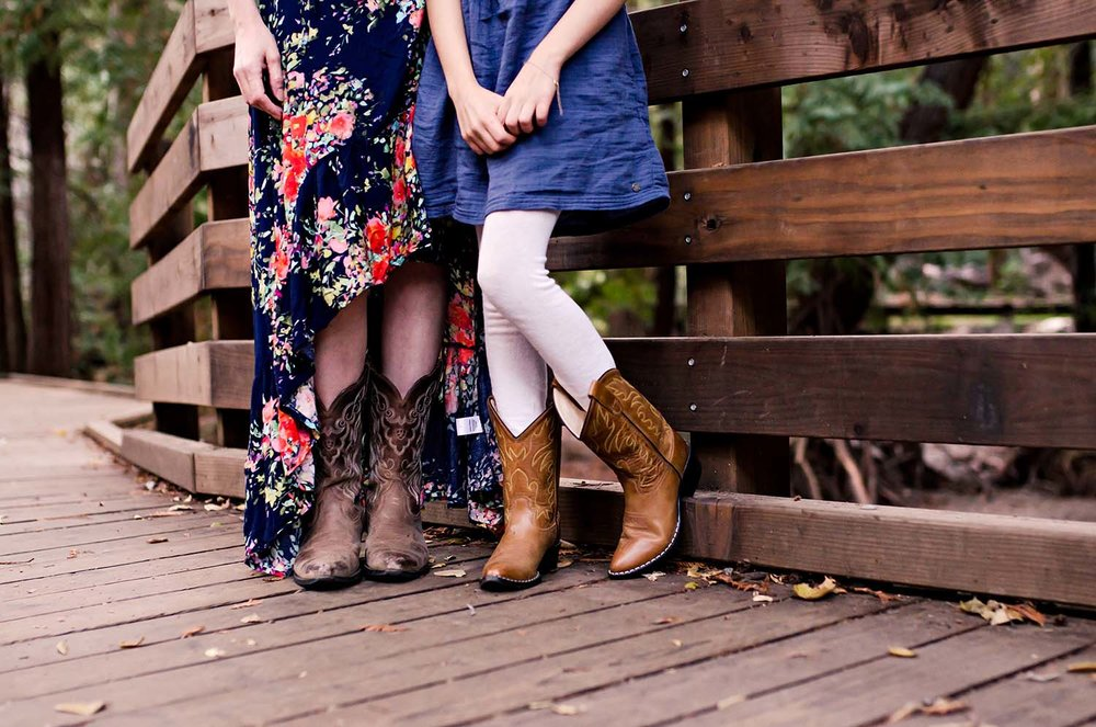 sharon kenney family photography boots outfits