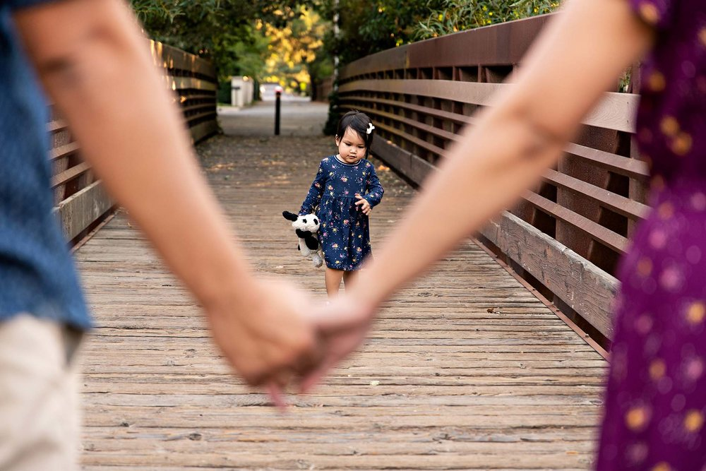 sharon kenney family photography holding hands