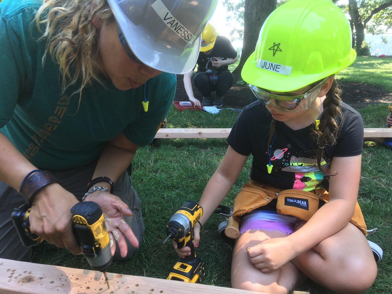 summer camp girls build