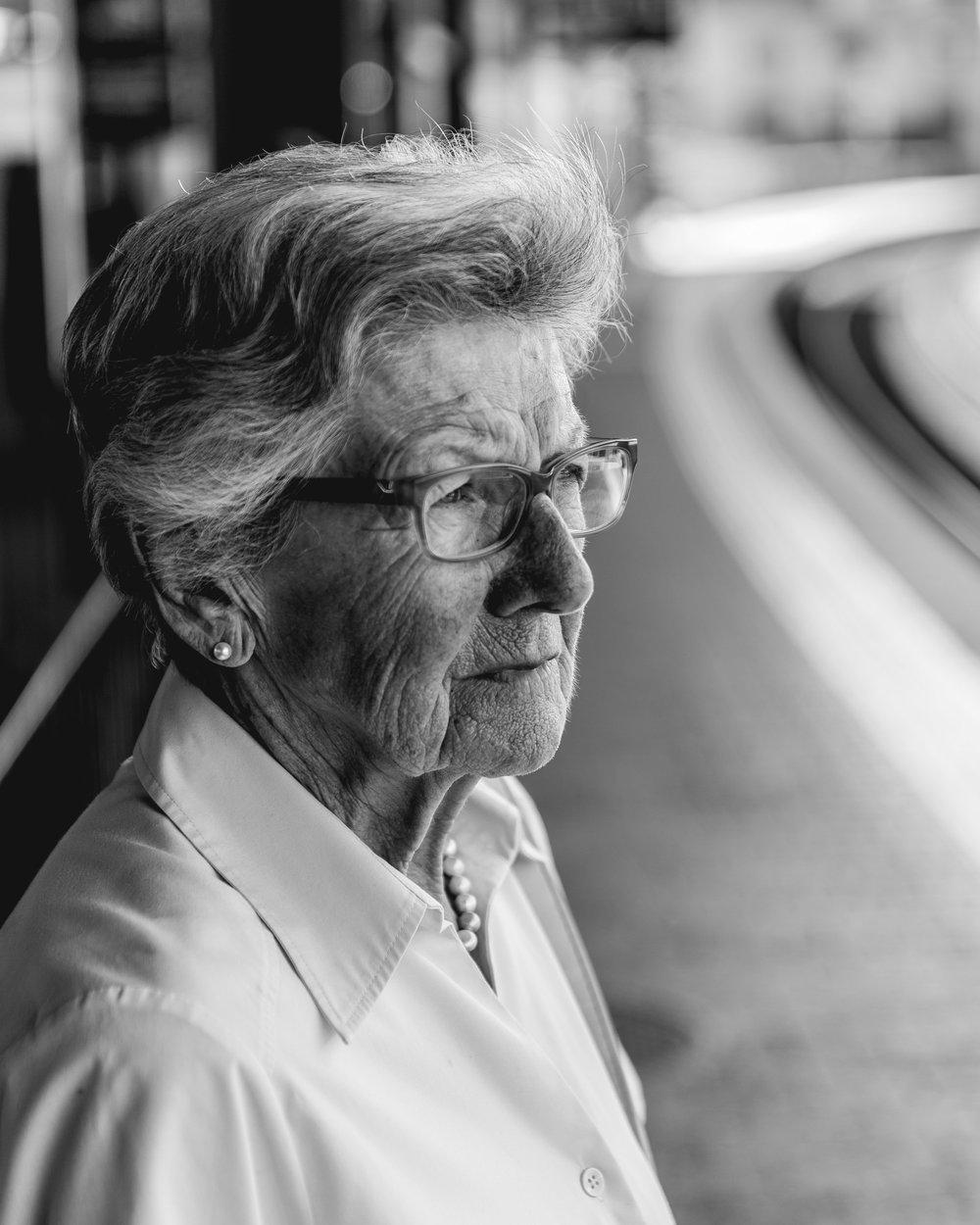 N° 1   Cécile Haas   *23. Juli 1929 - Geschäftsfrau. Hausfrau und Mutter