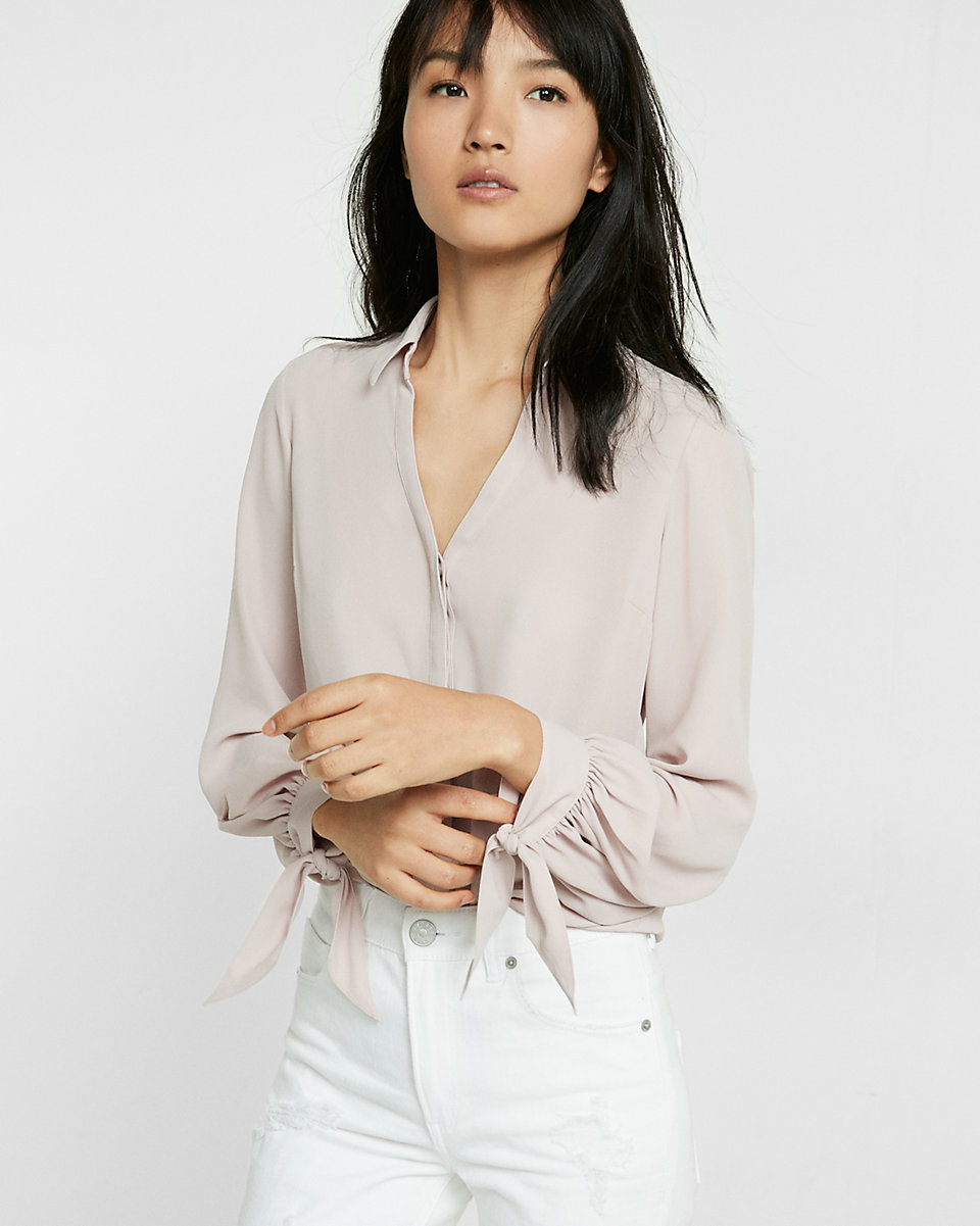 Neutral button down with a nice detail on the cuff. This is a nice option for the person that feels more comfortable in neutrals, but wants the fun detail, which can, again, highlight your personality.