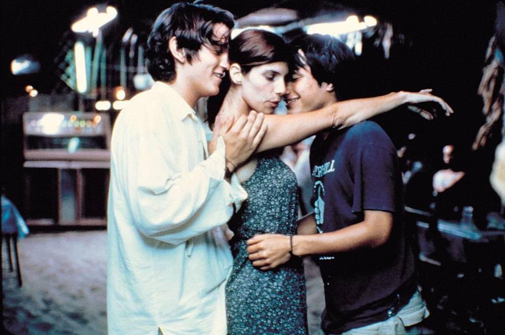 6. Y TU MAMÁ TAMBIÉN  (Alfonso Cuarón, Mexico, 2001)