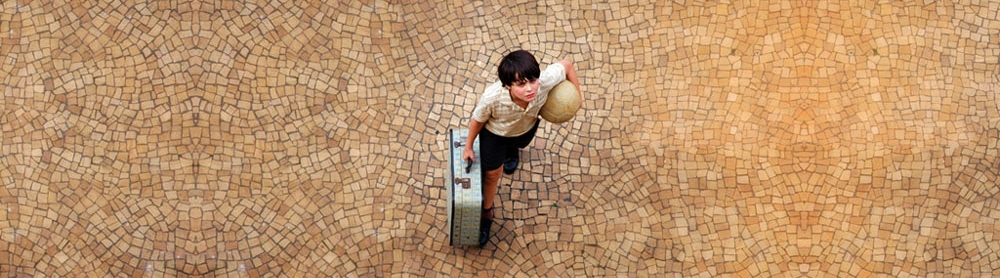 THE YEAR MY PARENTS WENT ON VACATION / O ANO EM QUE MEUS PAIS SAíRAM DE FÉRIAS (Cao Hamburger, Brazil, 2007, 108 min. In Portuguese and Yiddish with English subtitles) Brazil's Official Selection for the 2008 Academy Award for Best Foreign Language Film. Set in the turbulent year of 1970, this poignant and humorous coming of age story thrusts twelve year-old Mauro into a maelstrom of political and personal upheaval. When his left-wing militant parents are forced to go underground, Mauro is left in the care of his Jewish grandfather's neighbor in Sâo Paulo. Suddenly finding himself an exile in his own country, he is forced to create an ersatz family from the religiously diverse and colorful population of his new neighborhood. A second film for writer-director Cao Hamburger, The Year My Parents Went on Vacation was a selection of the 2007 Berlin Film Festival competition and was the Audience Award winner at the Rio International Film Festival. A City Lights Pictures release.