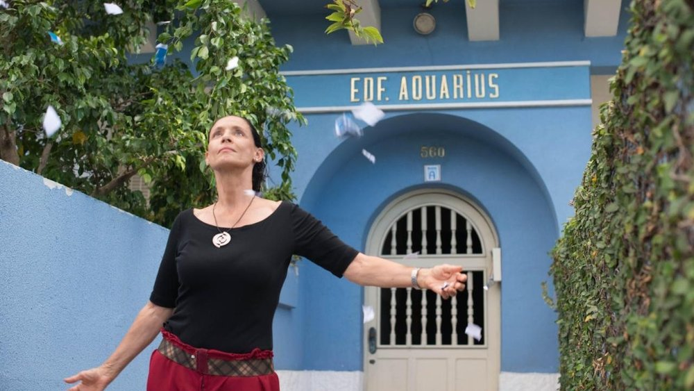 9. AQUARIUS  Vitagraph Films  Brazilian arthouse favorite  Aquarius  by Kleber Mendonça Filho and starring Sonia Braga was released in the United States to raving reviews and earning $285,000.