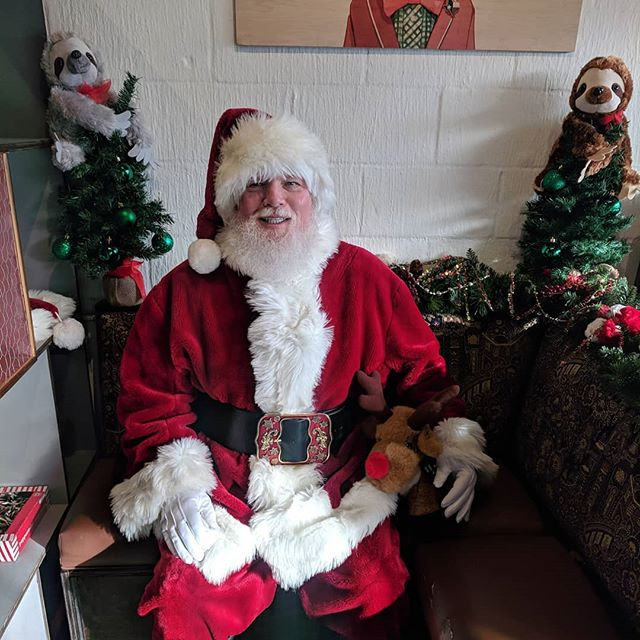 Santa is here! Santa is here! He will be here today from 9am-11am! Bring the kiddos and enjoy some coffee while you're here. 🎅🦌 #santaphoto #houston #santa