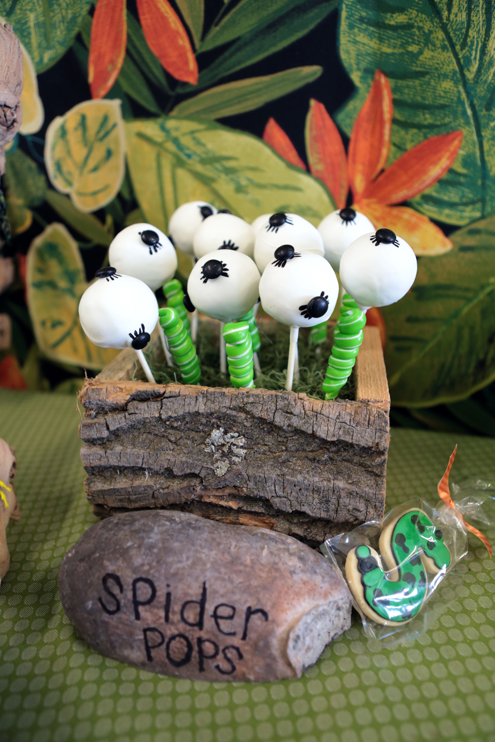 tarynco-events-bug-themed-kids-birthday-party-candybar.jpg