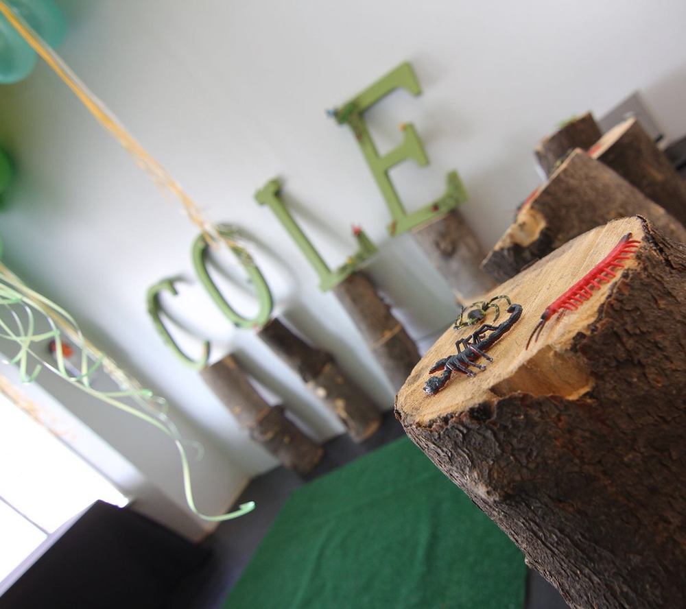 tarynco-events-bug-themed-kids-birthday-party-tree-stump-decor.jpg