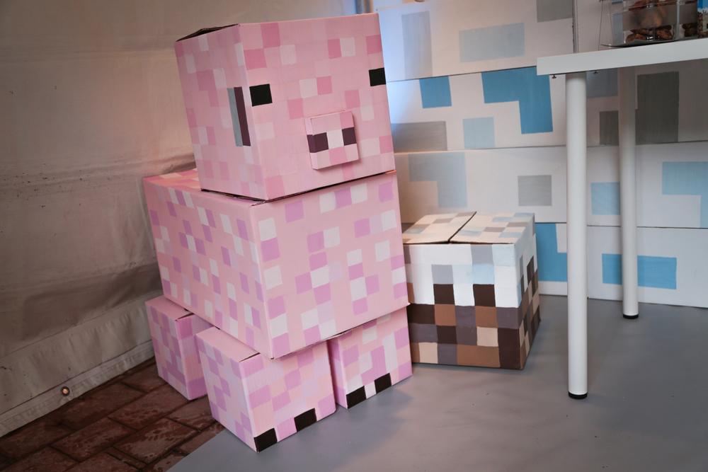 tarynco-events-minecraft-kids-birthday-party-decor-pig.jpg
