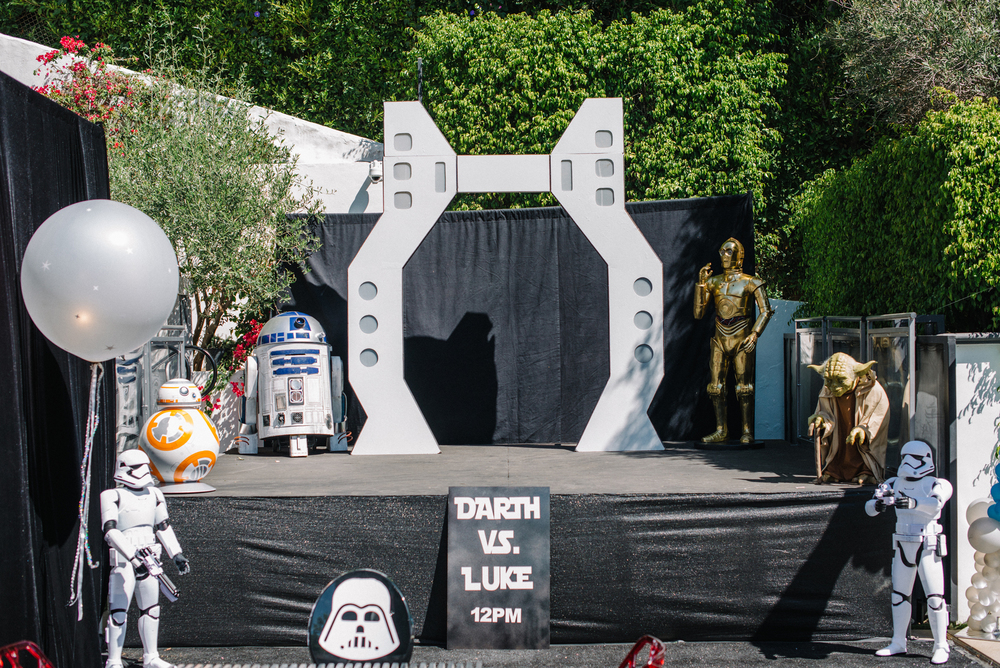 tarynco-events-starwars-themed-kids-birthday-party-cp3o-r2d2-stormtrooper-yoda-props.jpg