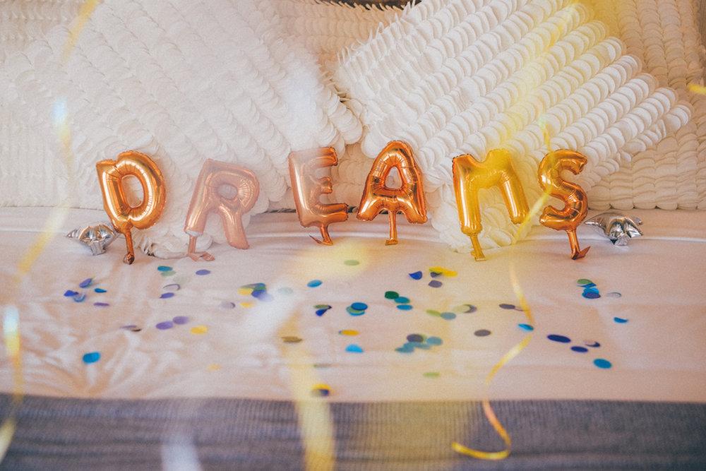 tarynco-sleepover-party-dreams-balloons-decor.jpg