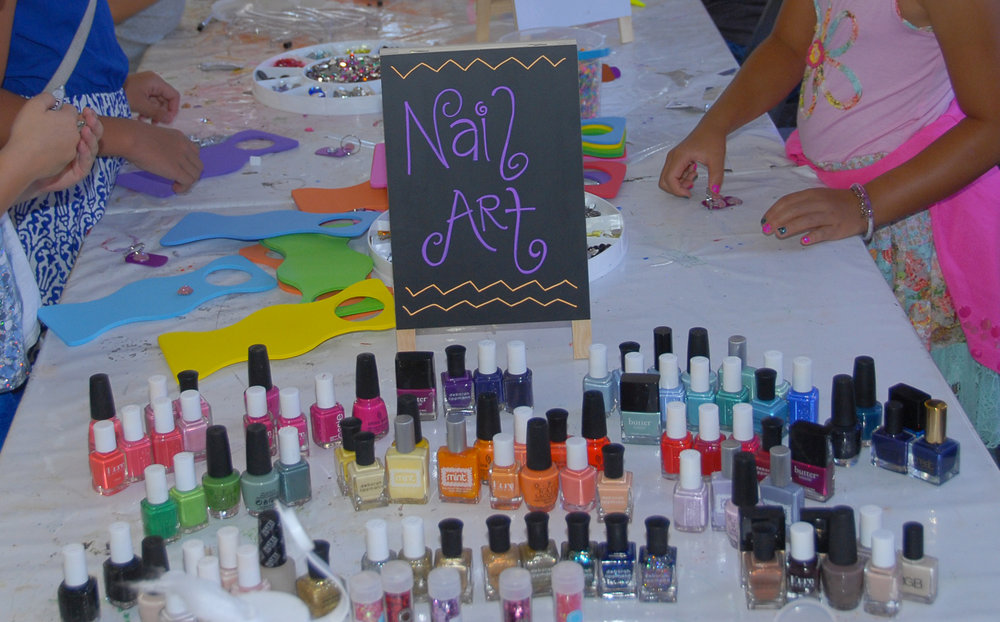 tarynco-events-kids-party-art-carnival-themed-mani-nails-station.jpg