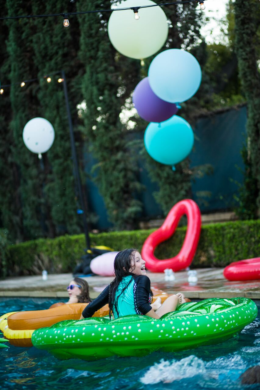 1tarynco.eventplanner.beverlyhills.pool.party.floaties.jpg