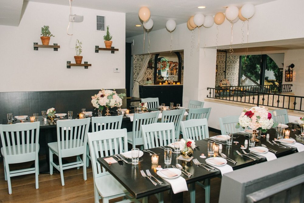 tarynco_dinnerparty.eventplanner.decor.balloons.santamonica.jpg
