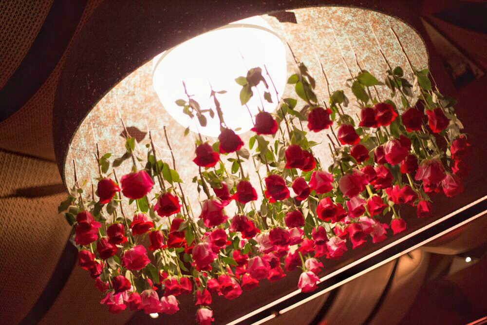 tarynco_unicorn.party.beverlyhills.eventplanner.roses.chandelier.decor.jpg