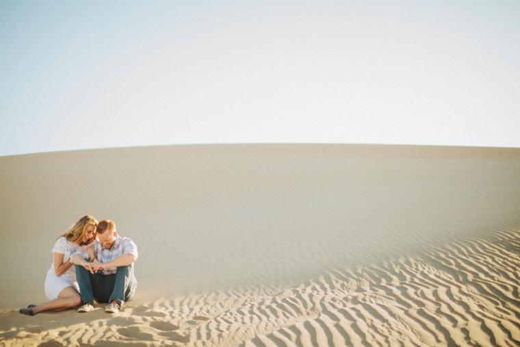 sand-dunes-engagement-07.jpg