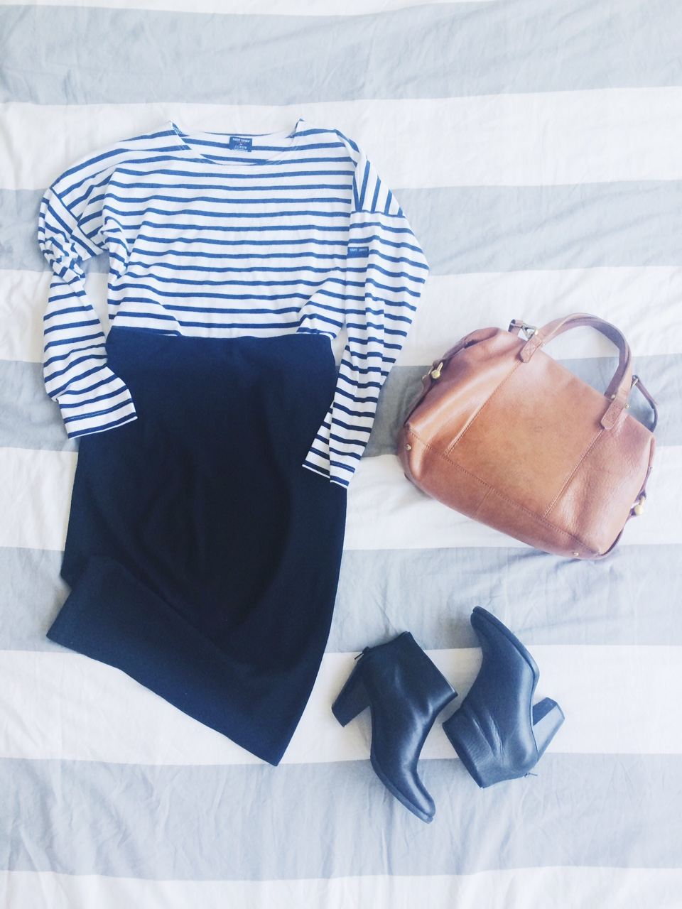 Shirt: Jcrew, Skirt: Asos, Bag: Madewell,