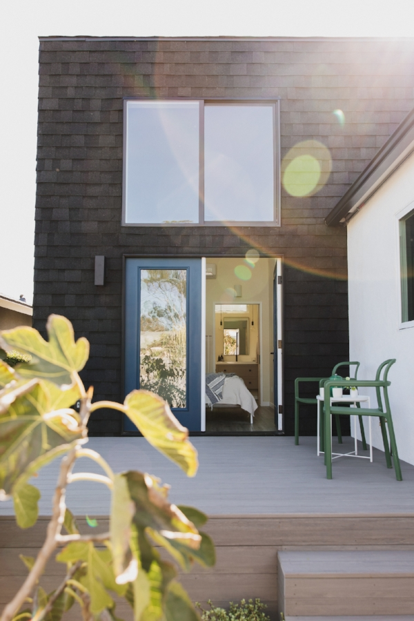 Exterior view of Katie of  @adutchlife  home | photo  @stacykeck  | 600sqft.com Home Tour