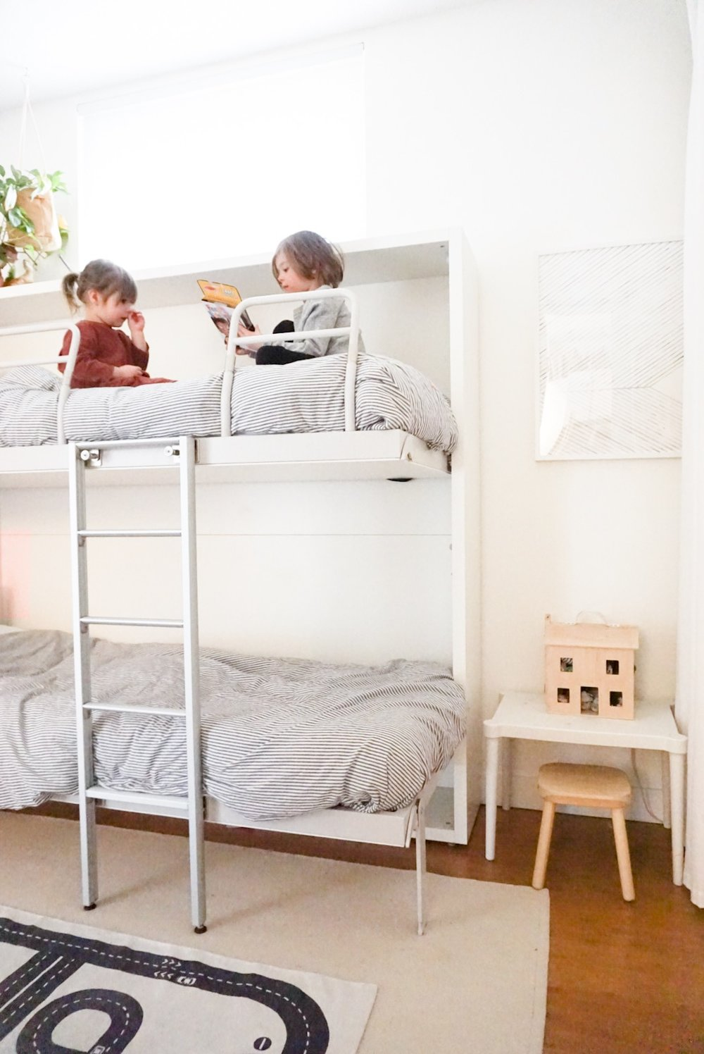 600sqftandababy_shared kids room wall bunks