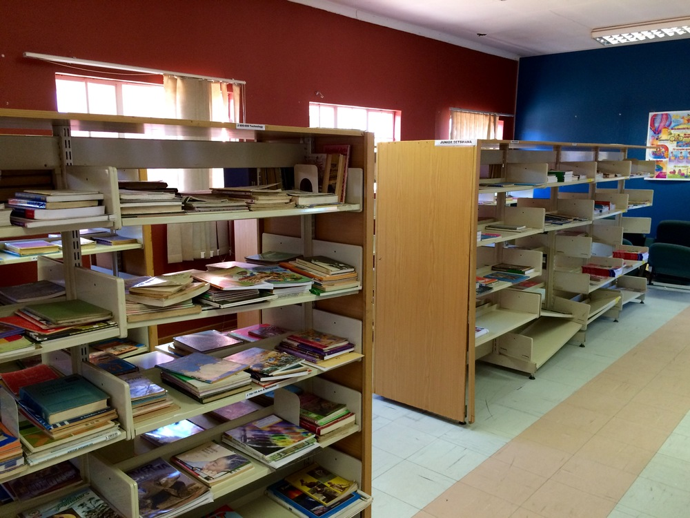 Primary school library.