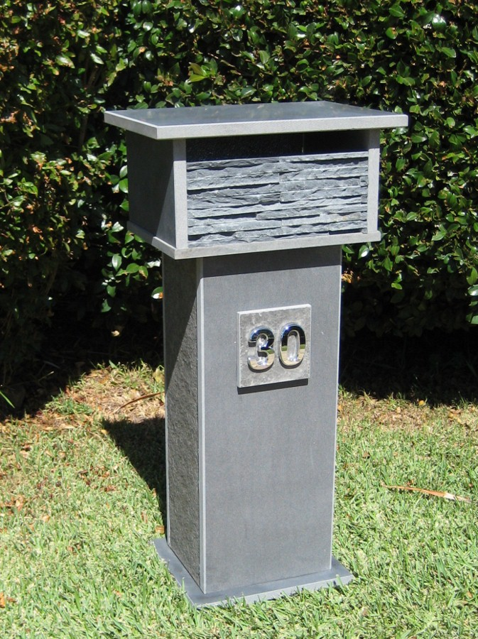 69. Bluestone, 2 key aluminium back door 870x400x300 $473