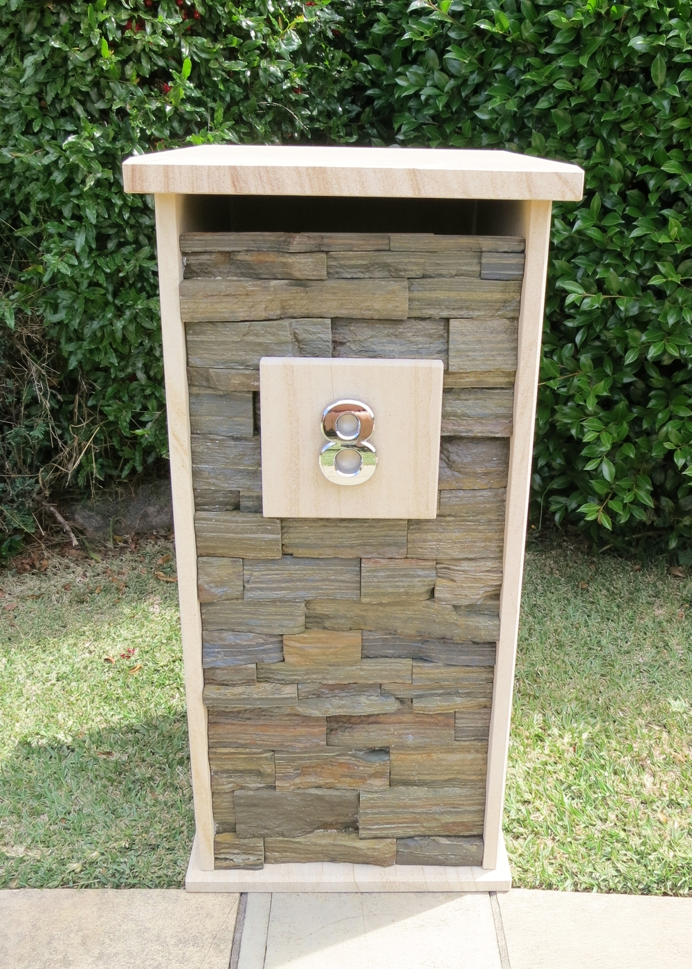 97. Customized letterbox extra large envelops. 380x325mm floor size inside. Outside dimentions 430x410x850mm. $710