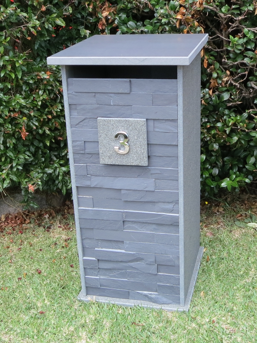 104. Bluestone letterbox customized letterbox for extra large envelops. One pc unit pick up from store only. 380x325mm floor size inside. Outside dimentions 430x410x850mm. $750.