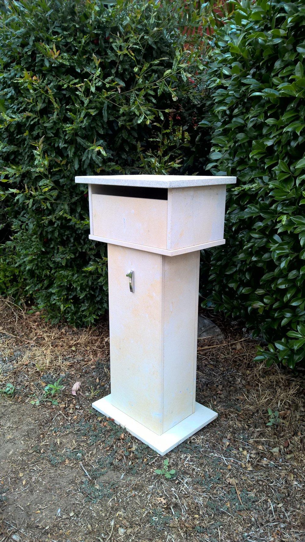 2a. Limestone mailbox  2 key aluminium back door 820x300x400mm $430