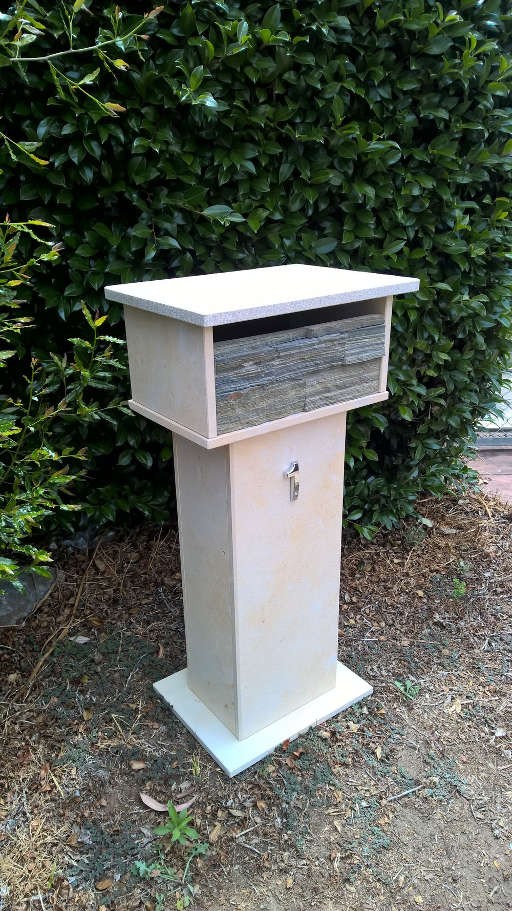 1a. Limestone mailbox with stacker stone face 2 key aluminium back door 860x300x400mm $490