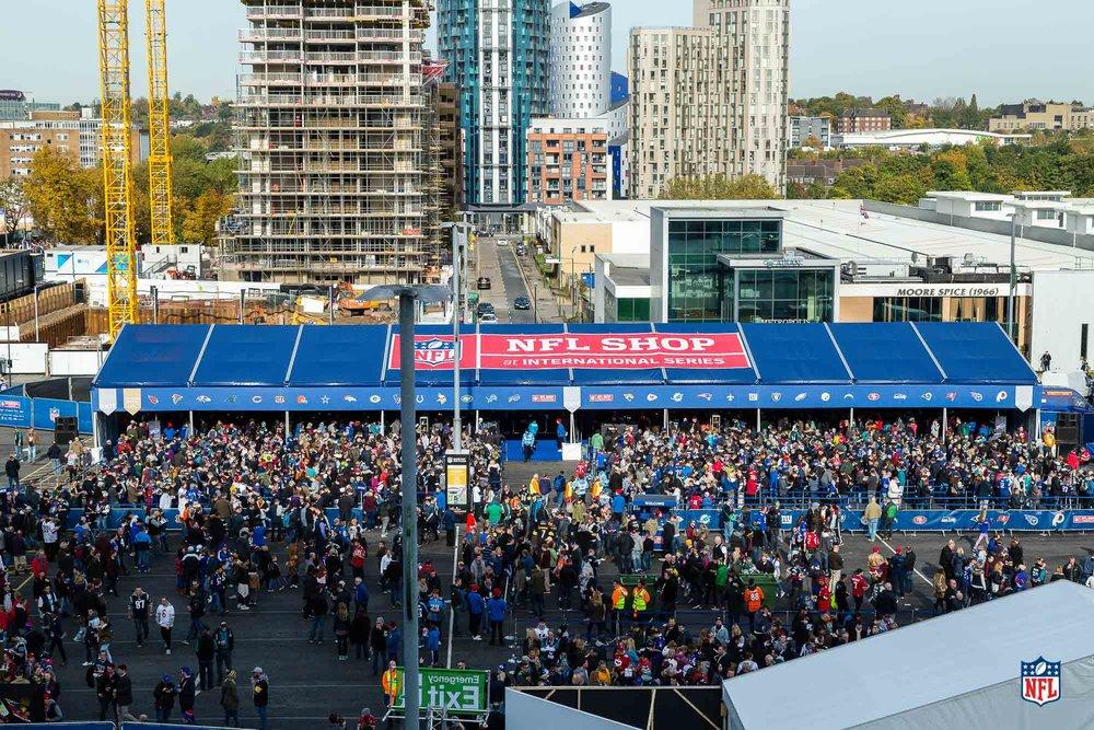 009_151025_London_Wembley_Game13_Decor_133011.jpg