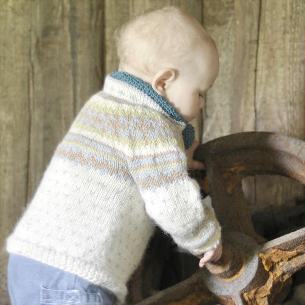 Oldefars kofte er likeså myk og god som buksa, og med høy halskant er den god å ha i tidlige vårmåneder