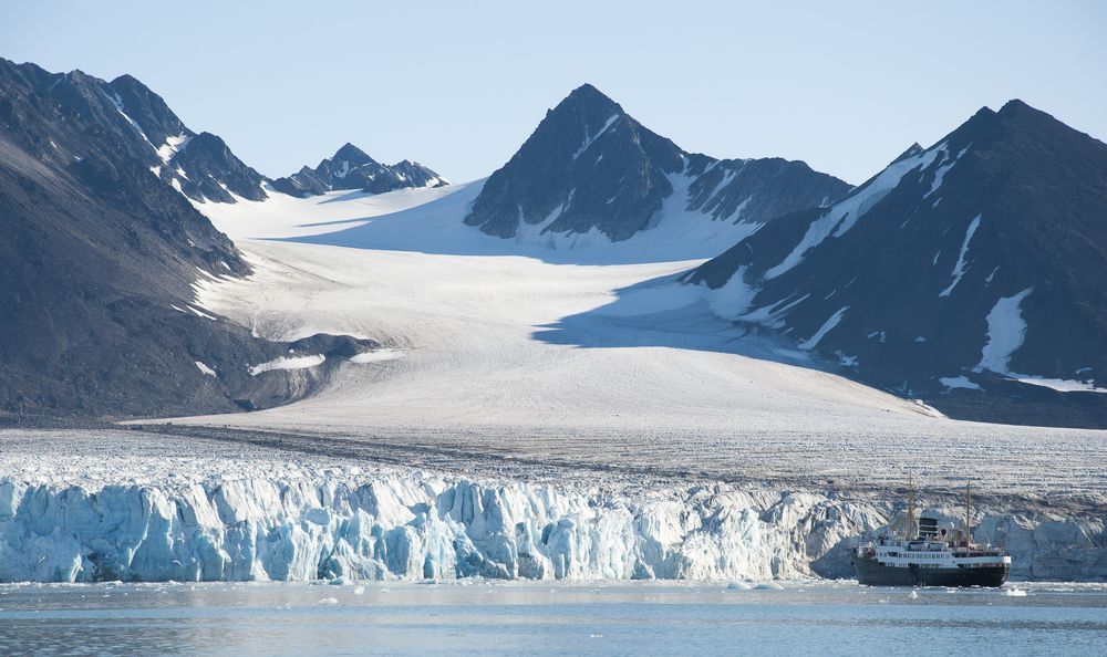 Fargevalget på den første Emblajakka kom helt klart fra Svalbardlyset - og den fantastiske Isbrefargen