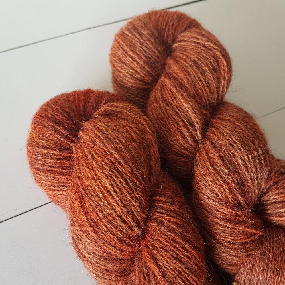 Meleringen er bare.. <3 Fargen Reve-Enka farget på Norsk Pelsull. Instant garncrush - det var jo alle de fargene jeg har lyst å strikke på en gang! En enkel Fridajakke eller kanskje -kjole til tulla.