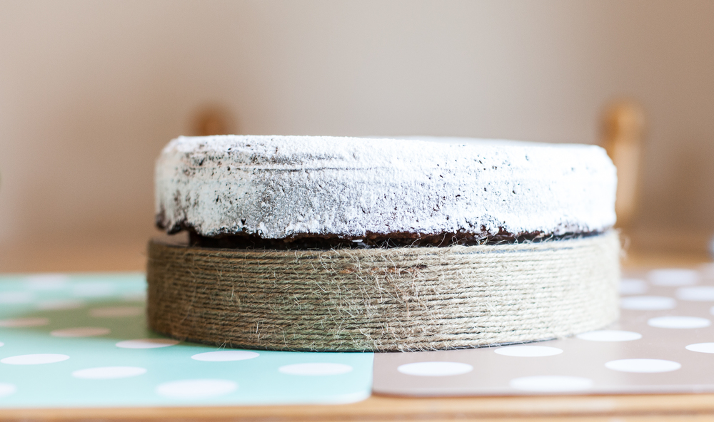 Place the cake on your DIY String form.