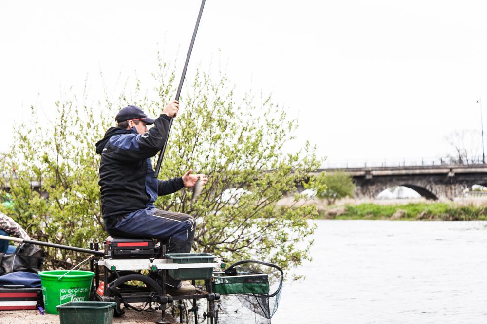 Fishing_Champion_Cathal_Hughes_visit_May2nd2016-3.jpg