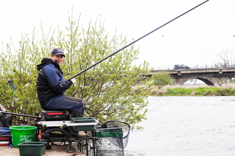 Fishing_Champion_Cathal_Hughes_visit_May2nd2016-2.jpg