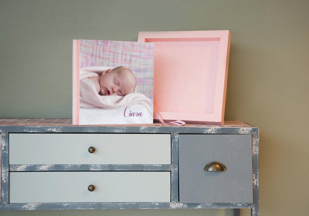 baby_book_girl_pink_frame.jpg