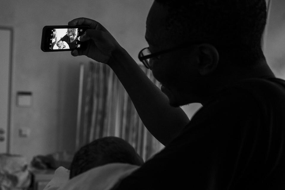 Geburtsfoto - Julia Erz zeigt Bilder einer Geburtsreportage in Freiburg