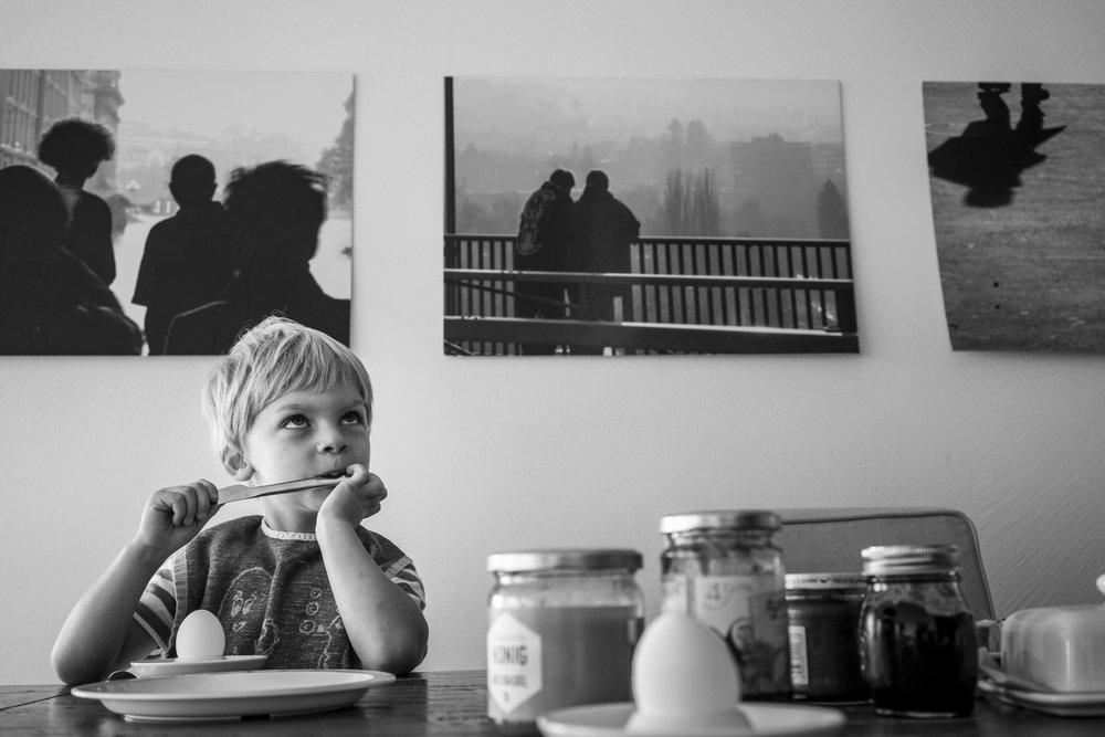 Familienfotos am See - Porträt eines Jungen