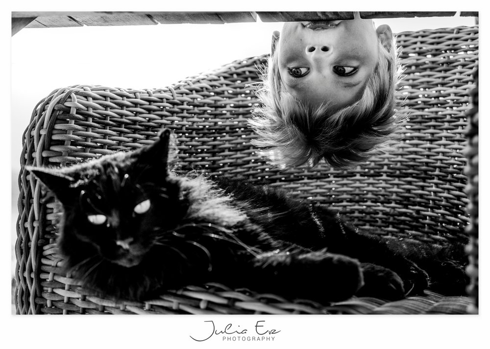 Familienfotografie Julia Erz - Junge mit Katze