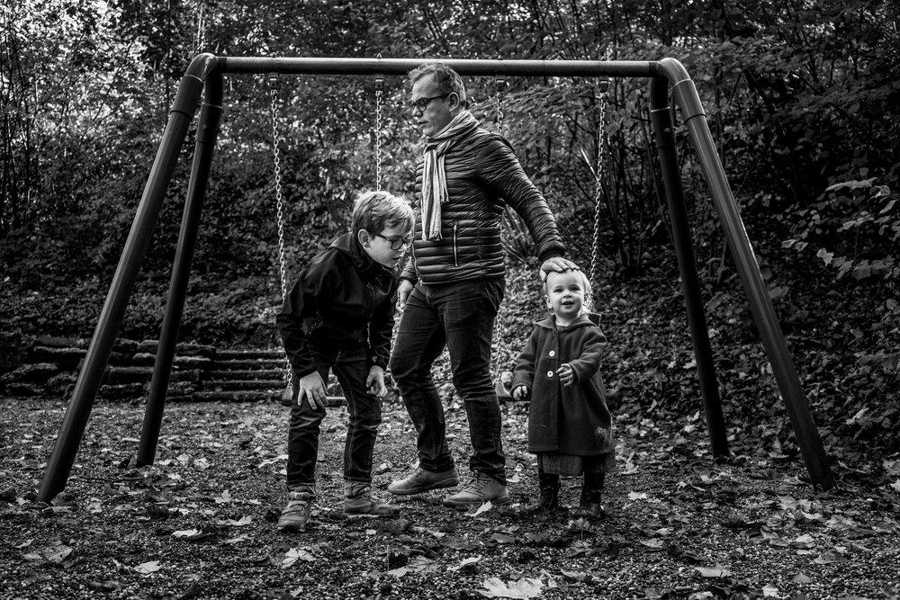 Eines meiner liebsten Familienfotos - Kinder draussen auf Spielplatz