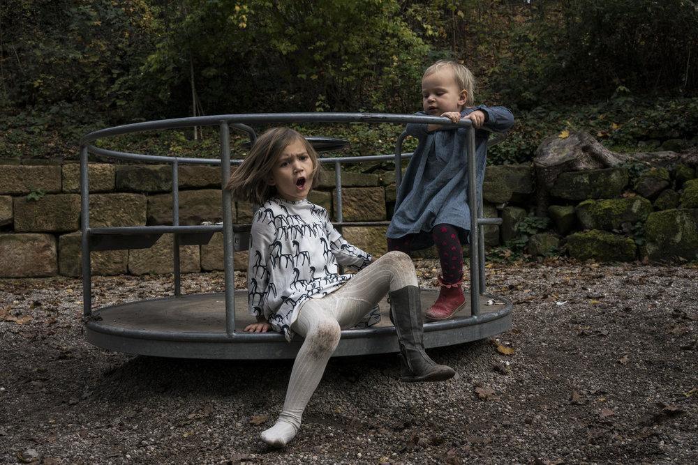 Eines meiner liebsten Familienfotos - Kinder auf Karussell streiten