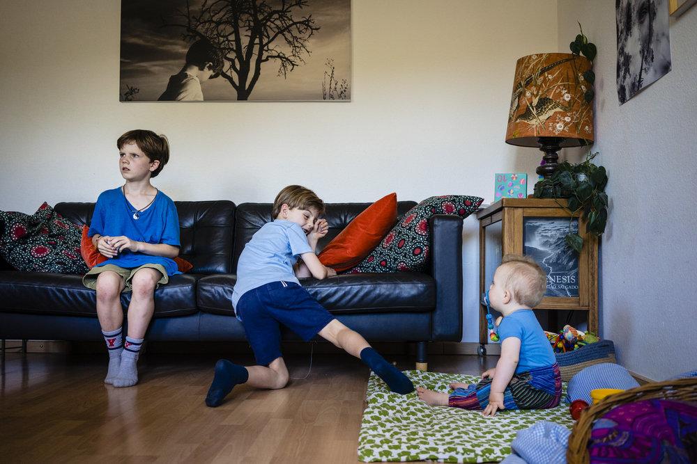 Familienfotografin Stuttgart - Familienreportage drinnen