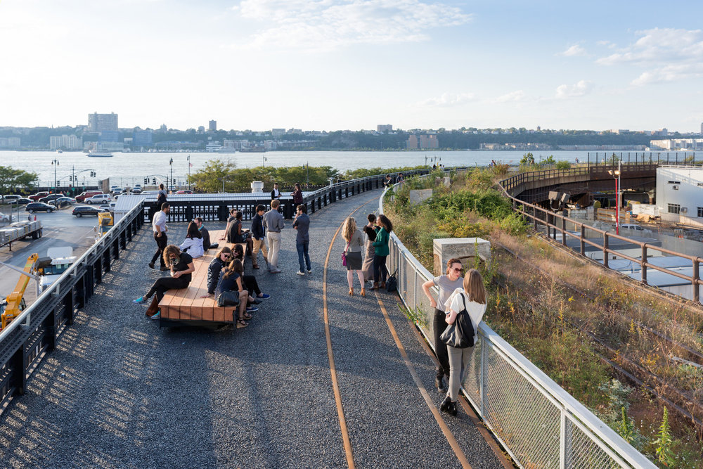 54219497c07a800de50000de_take-a-walk-on-the-high-line-with-iwan-baan_1412_high_line_at_the_rail_yards___photo_by_iwan_baan.jpg