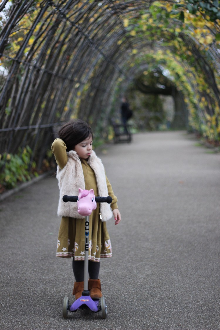 London lifesytle blog - knitted childrens dress
