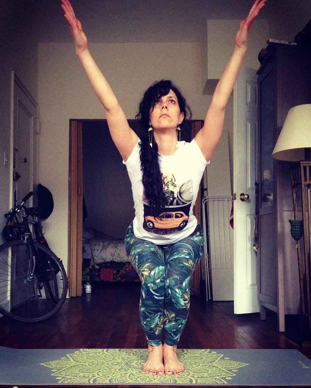 Keep-it-simple-Sunday Yoga Basics @stackedyoga see you at 12pm. 405 Tompkins Ave Bk NY. Utkatasana, fierce pose/awkward pose/ chair pose. #yogaforall #gratitude #springtime #bedstuy #onelove  (at Bedford–Stuyvesant, Brooklyn)